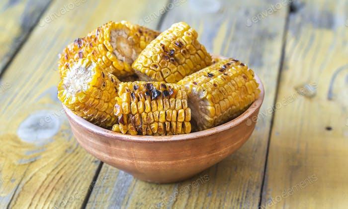 Gegrillter Mais in der Schüssel