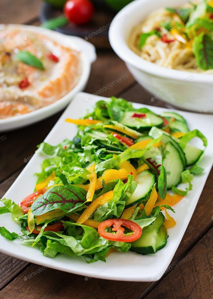 Frisches Gemüse und Kräuter