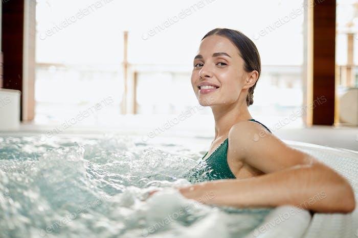 Наслаждаясь волнами воды