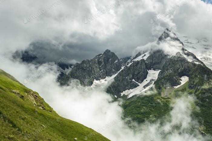 Sommer Berg stürmische Landschaft