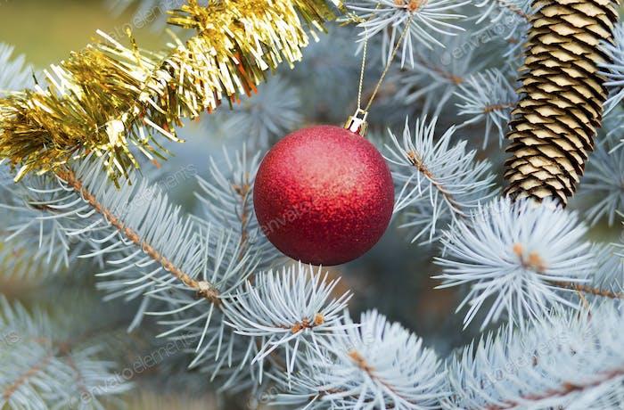 Árbol de Navidad y decoraciones