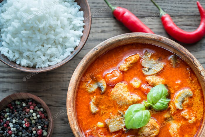 Thai red chicken curry with white rice