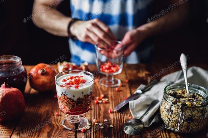 Dessert mit Granatapfel.