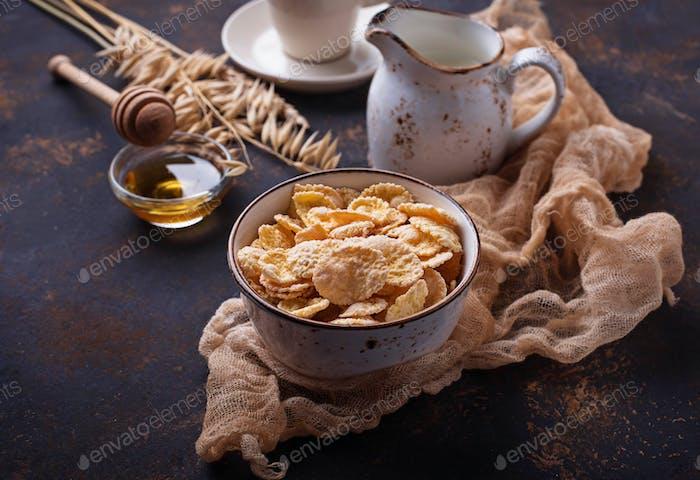 Cornflocke, Milch und Honig.