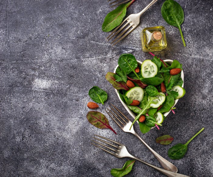 Salad mix with cucumber and almond