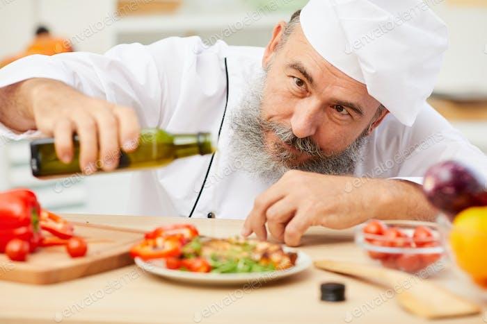 Toques finales de la obra maestra culinaria