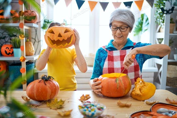 Thumbnail for Familie Vorbereitung für Halloween