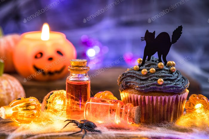 Halloween cupcake and pumpkin latern
