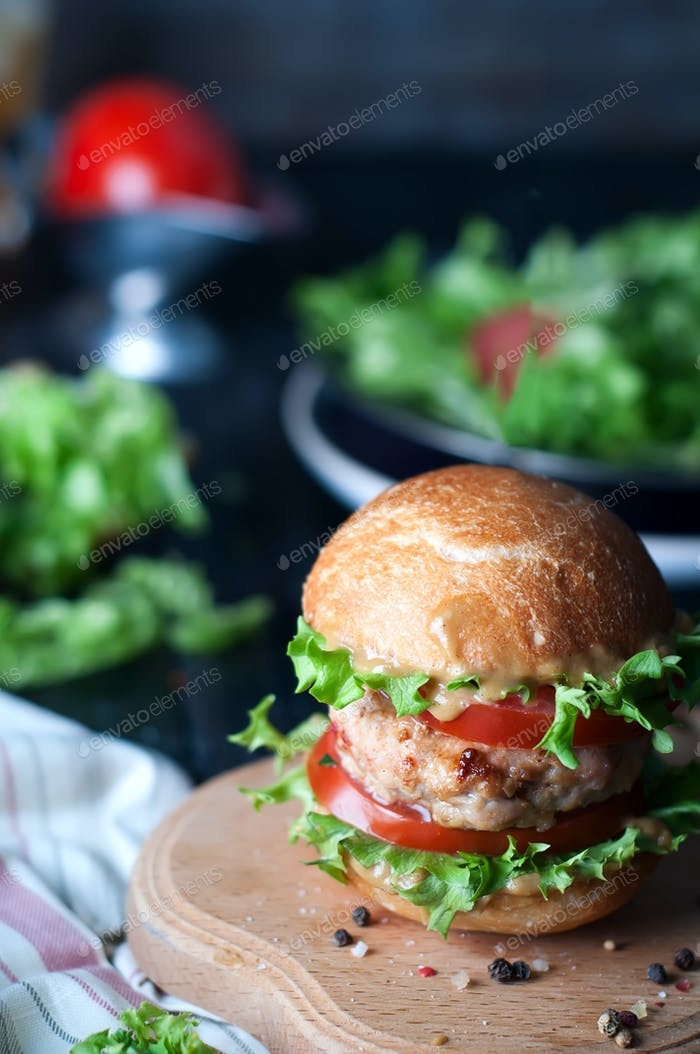 Thumbnail for hausgemachter Hamburger mit frischem Gemüse