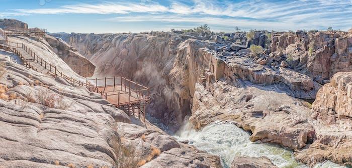 Вершина главного водопада Авграби в Оранжевой реке