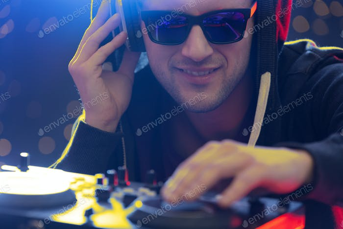 Club dj playing music