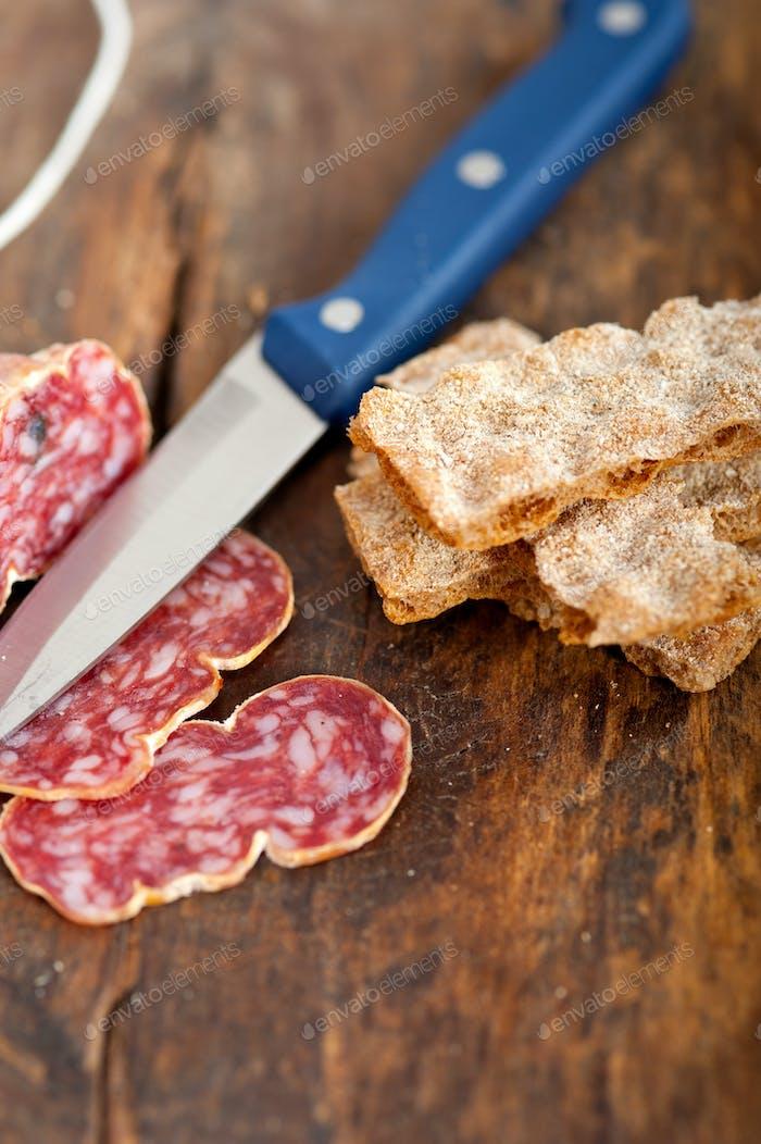italienischer salame pressato gepresst schneiden