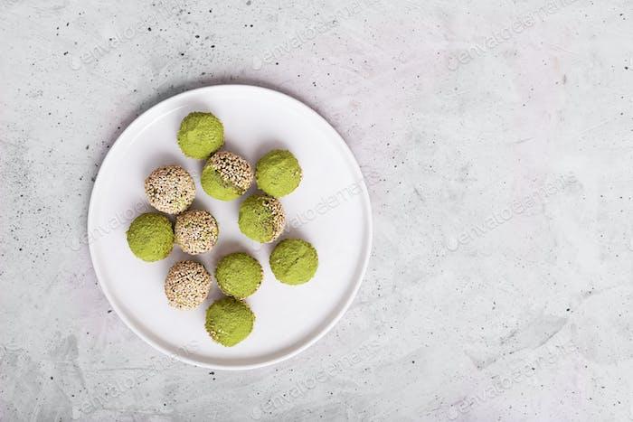No bake matcha energy balls