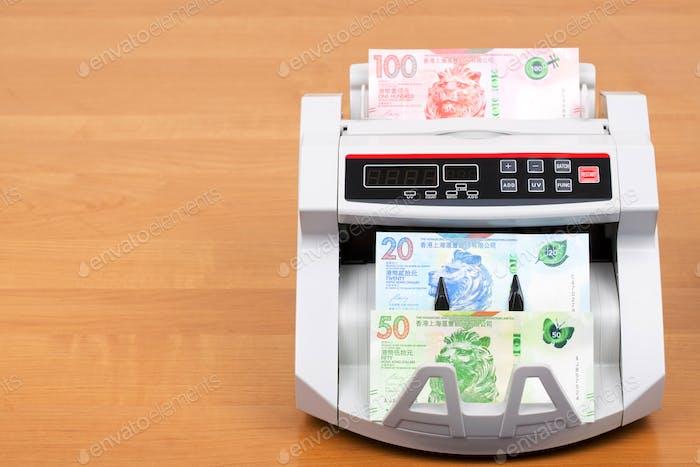 Hongkong-Dollar in der Zählmaschine