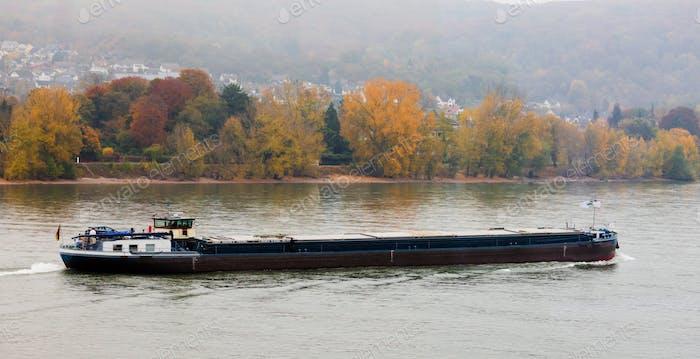 Loaded Barge navigiert Rhein Deutschland