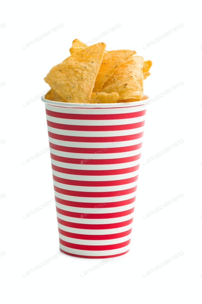 Tortilla-Chips in Pappbecher