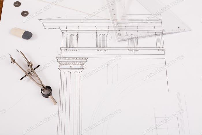 Architekturprojekt, technische Werkzeuge auf dem Tisch.