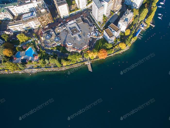Luftaufnahme von Montreux Uferpromenade, Schweiz