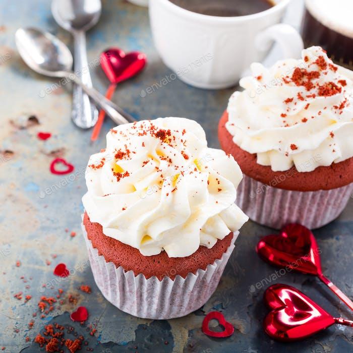 Köstliche rote Samt-Cupcakes