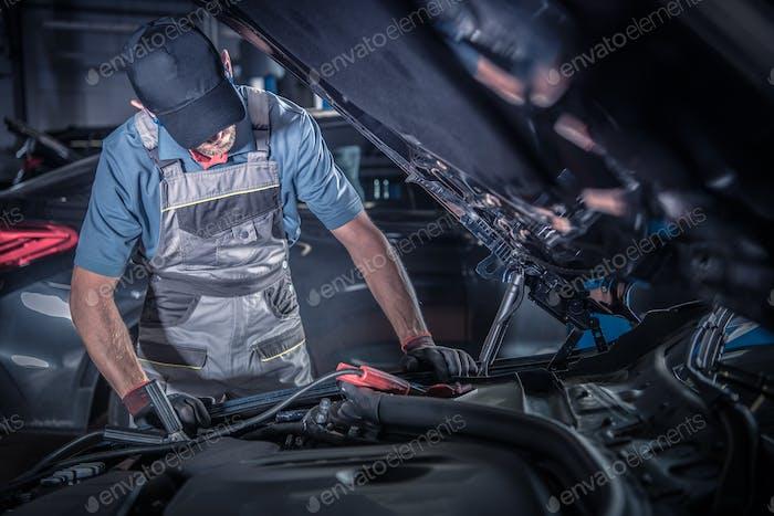 Travail de mécanicien automobile