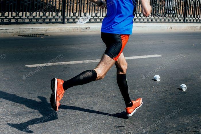 Seitenansicht der Beine Männlicher Athlet