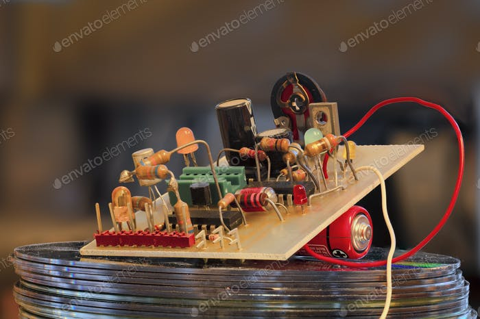 Electronic circuit with tranistor resistor LED