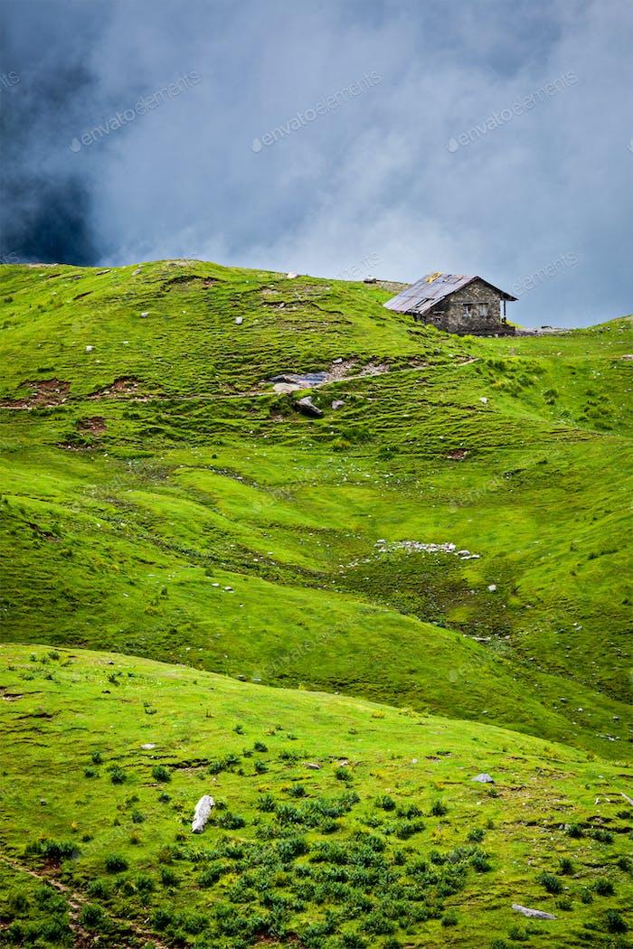Gelassenheit heitere einsame Landschaft Hintergrundkonzept