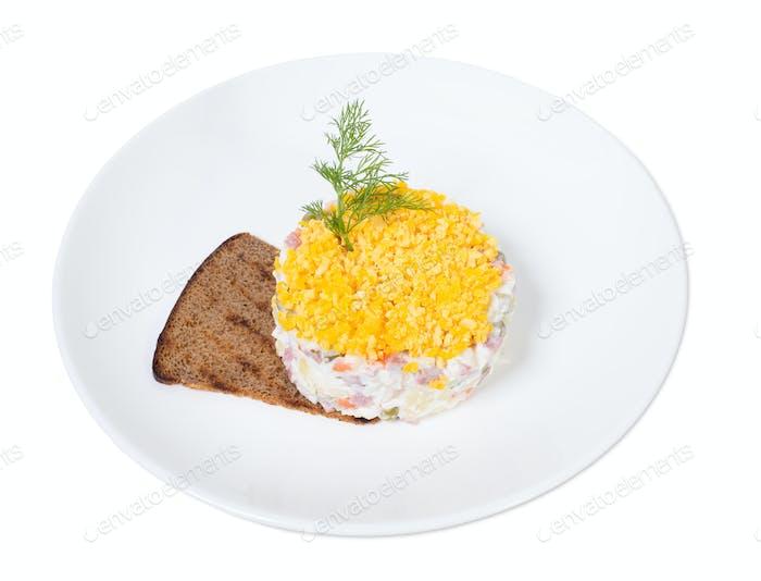 Köstlicher russischer Salat Olivier.