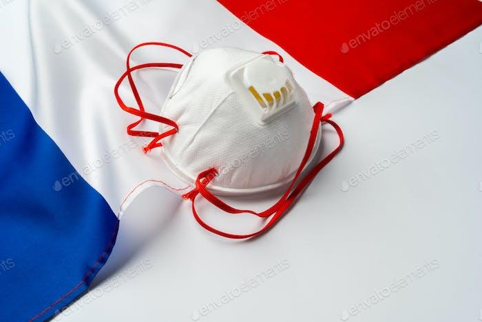 Mascarillas médicas en bandera de Francia