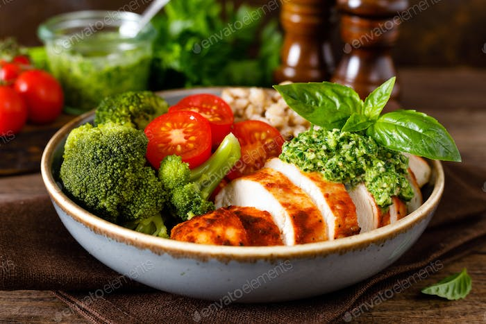 Chicken lunch bowl with broccoli