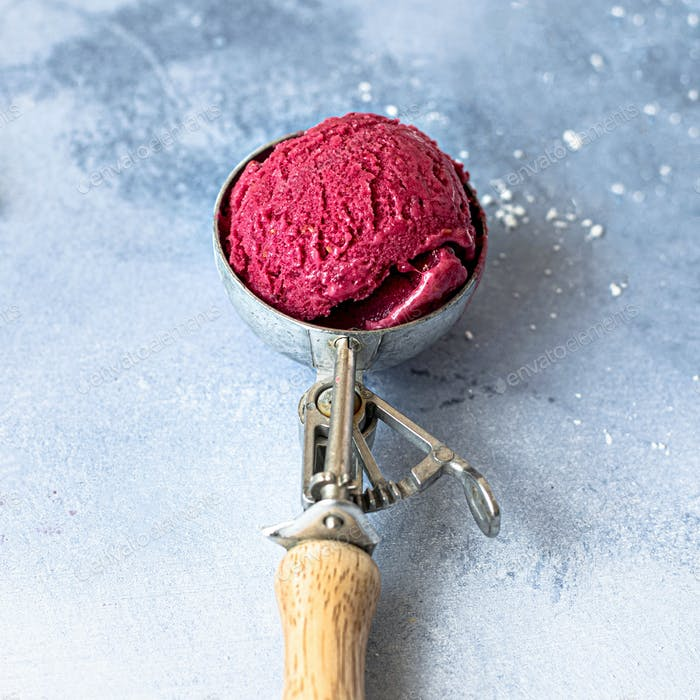 Homemade raspberry ice cream recipe