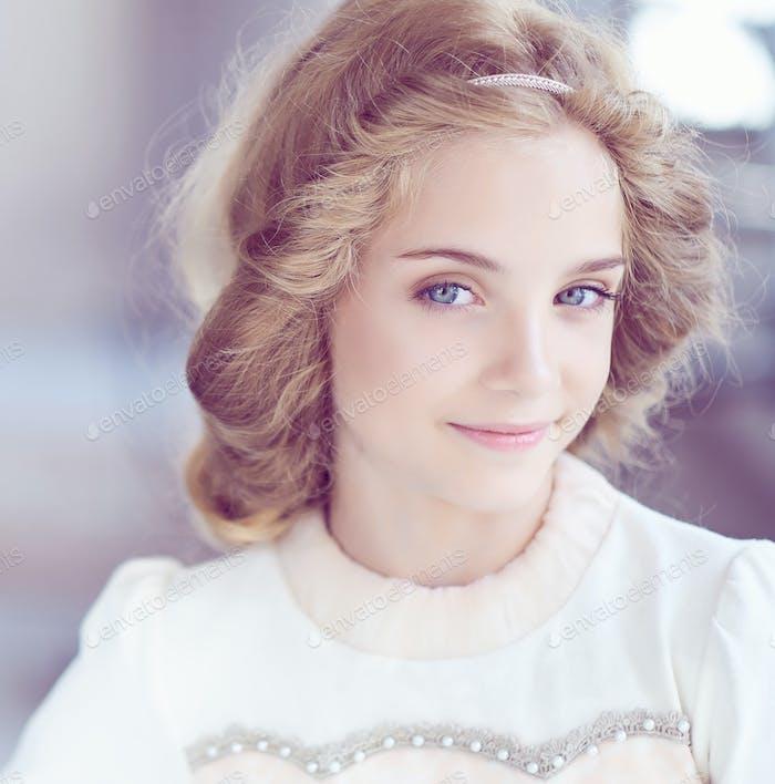 Porträt von niedlichen blauen Augen Teenager Mädchen.