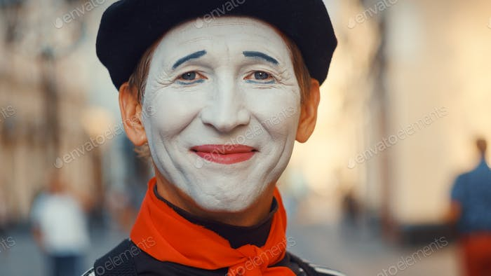 Smiling mime on the street