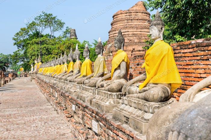 Reihe der Buddha-Statue
