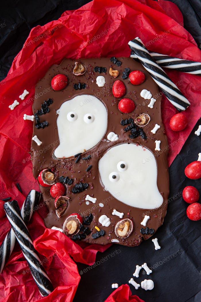 Homemade chocolate bark for Halloween