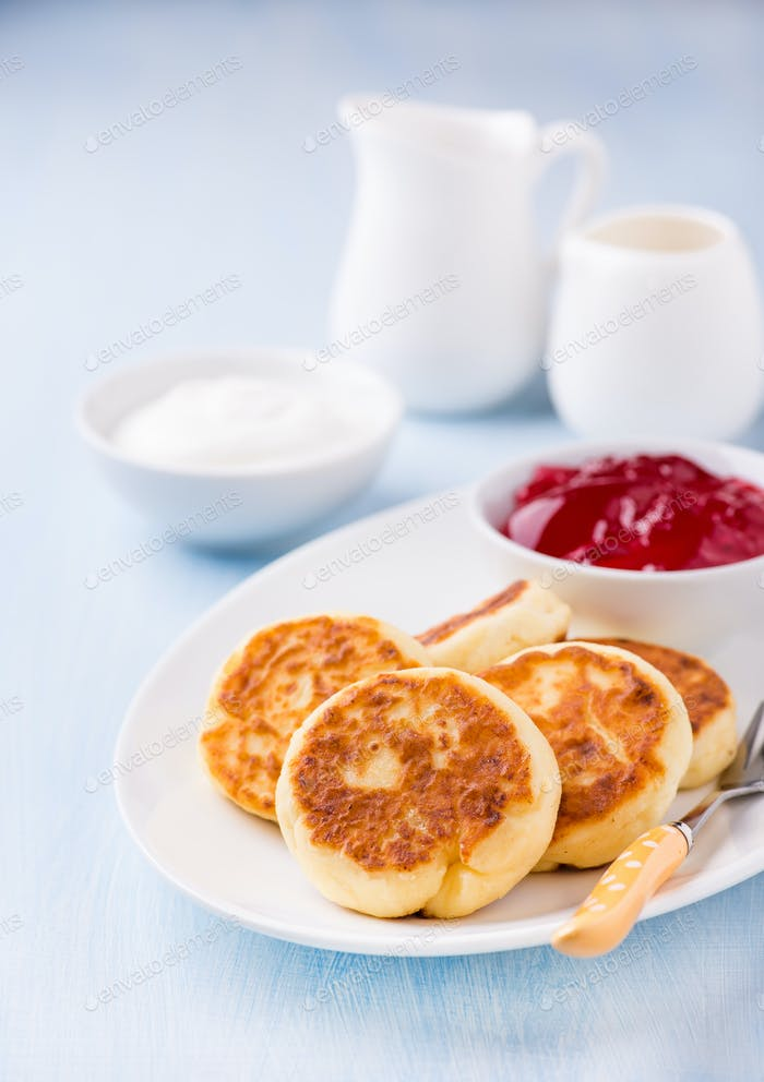 Cottage cheese pancakes with currant jam and sour cream