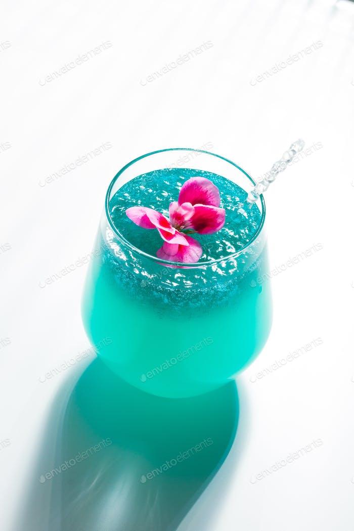 Cocktail mit Kaviar