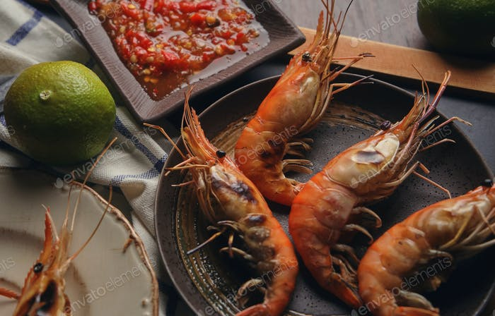 Grilled shrimp with spicy dipping sauce