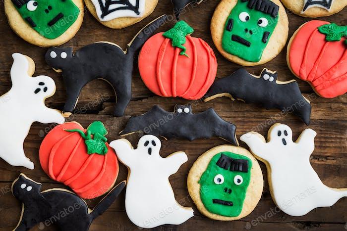 Hausgemachte leckere Lebkuchenkekse für Halloween