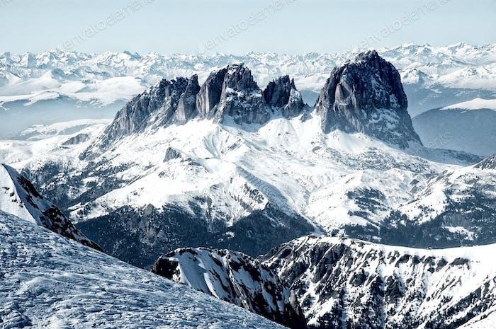 Skigebiet in den italienischen Dolomiten. Blick vom Marmolada-Gletscher