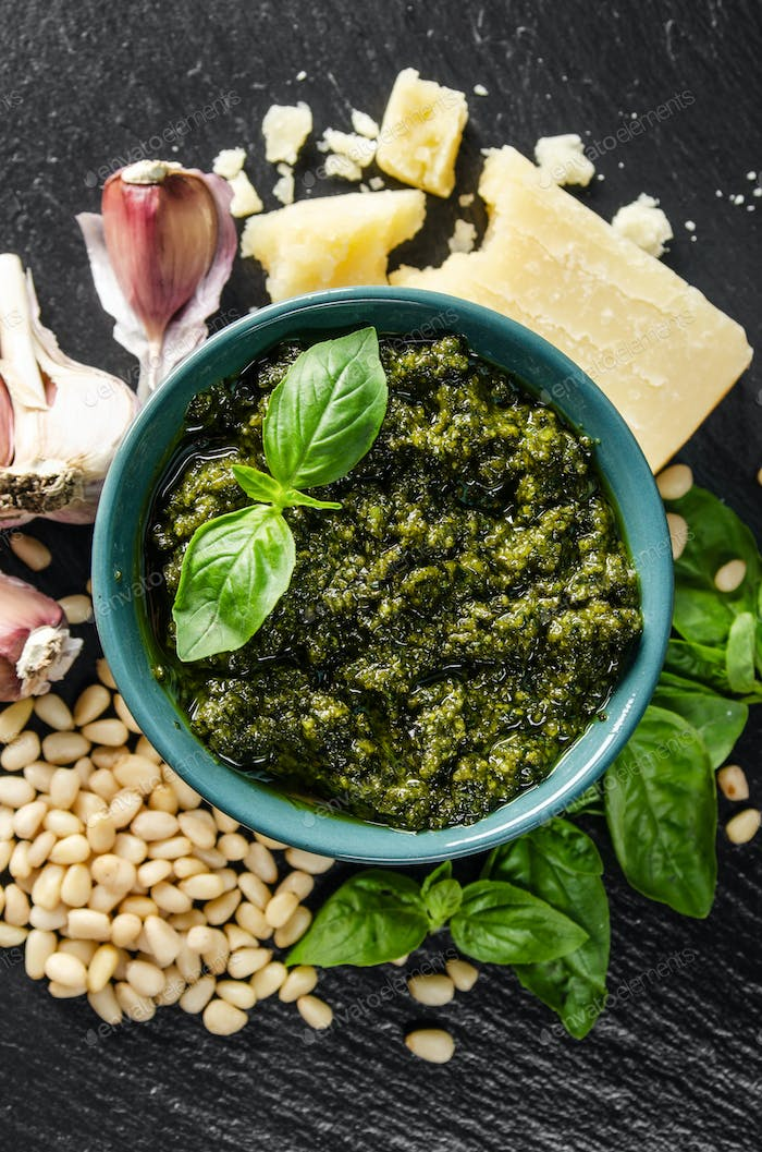 genovese pesto sauce and its ingredients