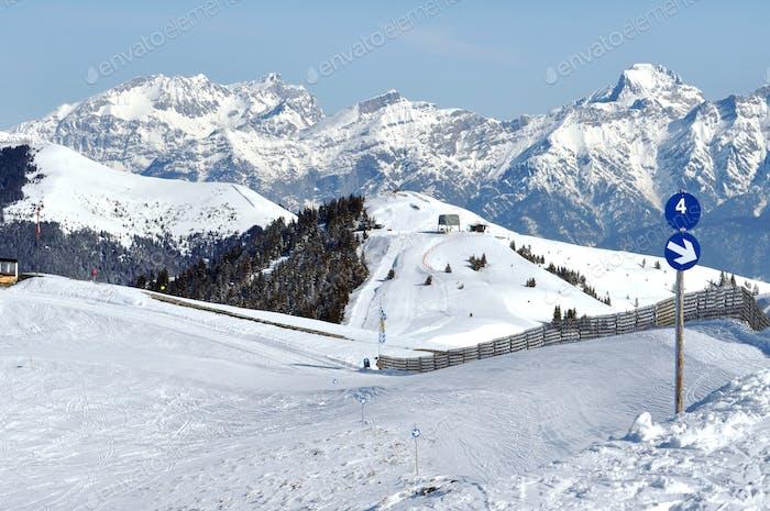 Skigebiet in den Alpen. Österreich