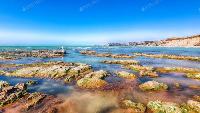 Красочное летнее утро на пляже Джаллонардо.