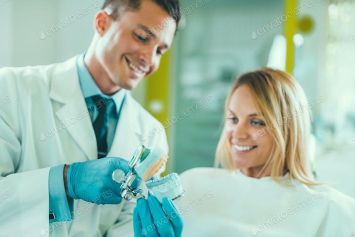 Zahnarzt und Patient