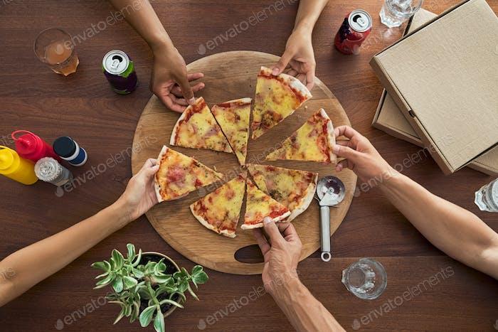 Draufsicht der Pizza-Party