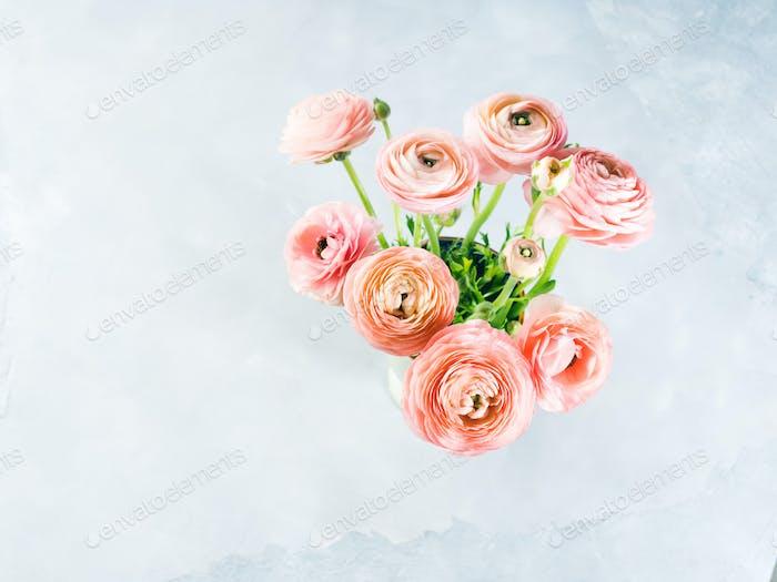 Schöner rosa Ranunkel Blumenstrauß