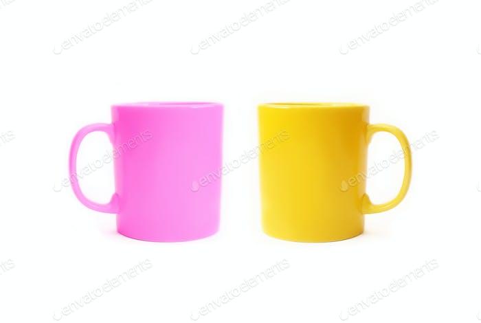 Zwei farbige Keramikbecher