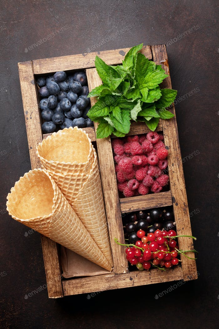 Ice cream with berries cooking