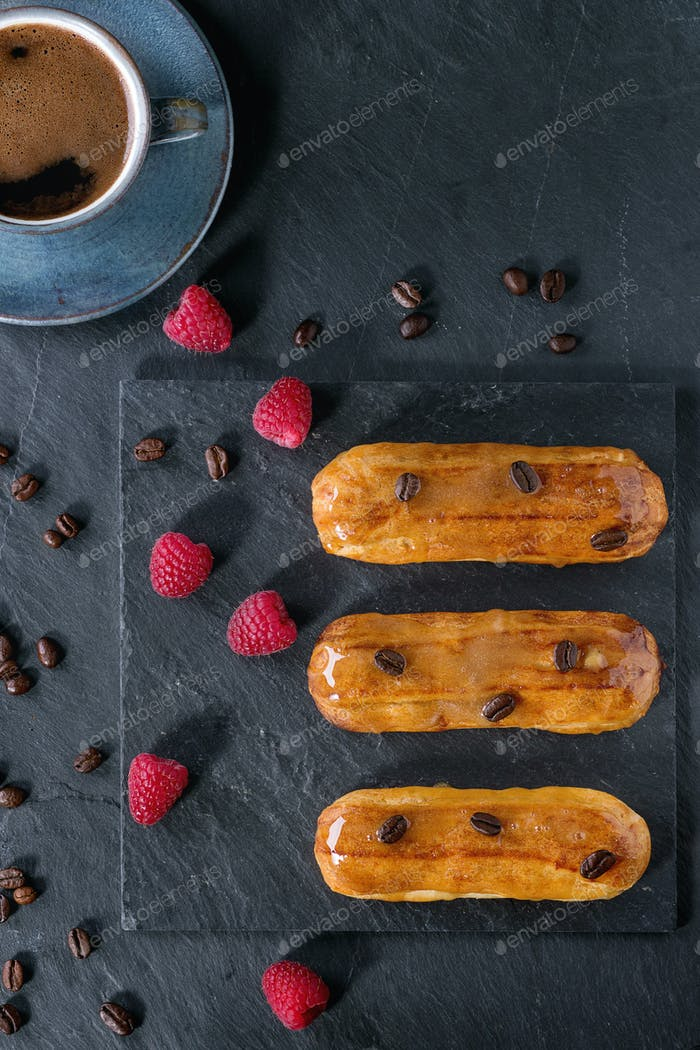 Coffe eclair with raspberries