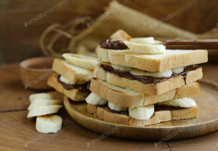 Sandwiches Schokoladenpaste und Banane